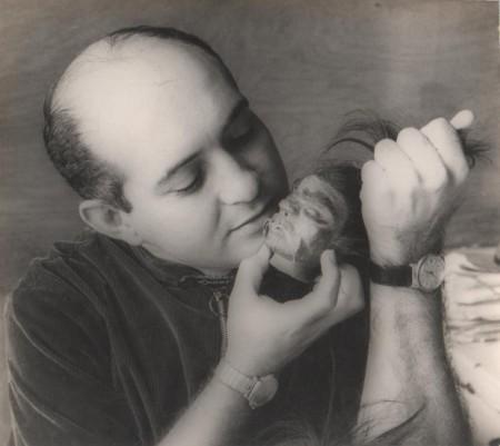 Alvaro Menen Desleal con una tzantza